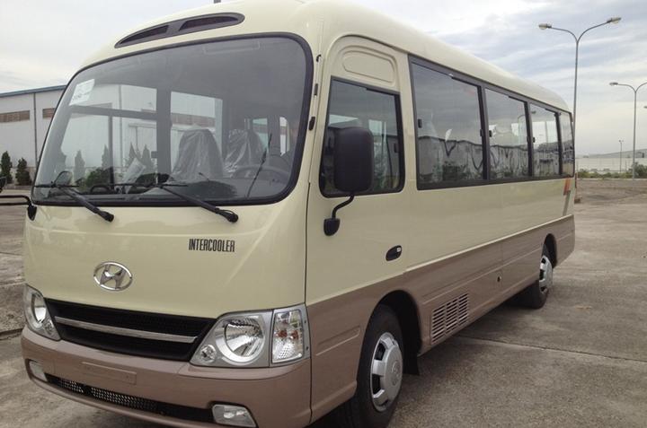 Cho thuê xe du lịch Hyundai 29 chỗ giá tốt đi Madagui