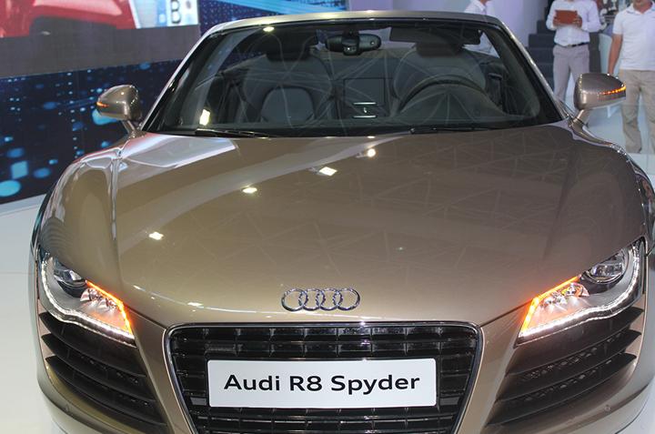 Cho thuê xe Audi R8 tại Sài Gòn