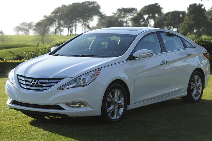 Thuê xe cưới Hyundai Sotana giá hấp dẫn