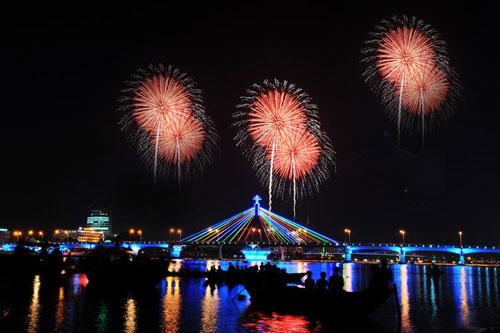 di tour le hoi phao hoa da nang 2012