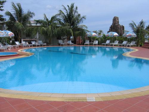 Be boi ngoai troi trong Ngan Sao Resort