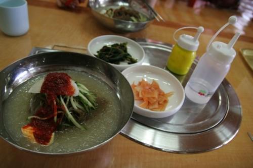 Mì lạnh Naengmyeon - Hình ảnh Hàn Quốc