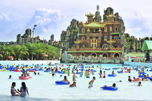 Tắm Biển Ở Đại Nam Văn Hiến