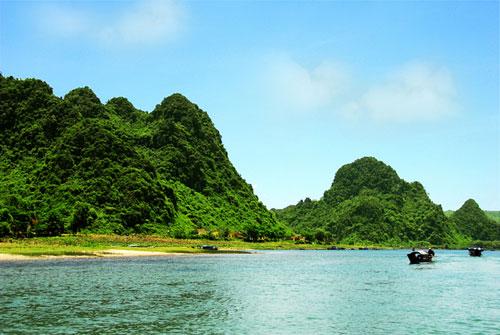 Vé máy bay  Côn Đảo đi Quảng Bình