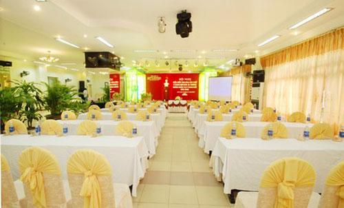 Phong hoi nghi khach san Duy Tan Hue