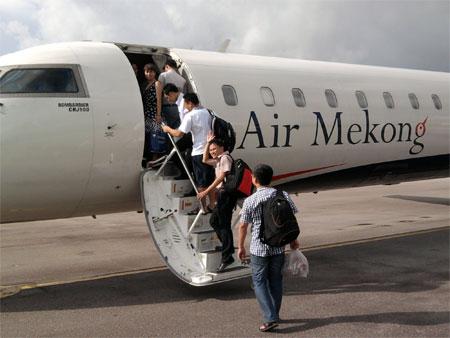 Chuyen bay P864 cua Air Mekong khoi hanh tu Buon Me Thuot di Ha Noi vao thu 4,5,6 moi tuan