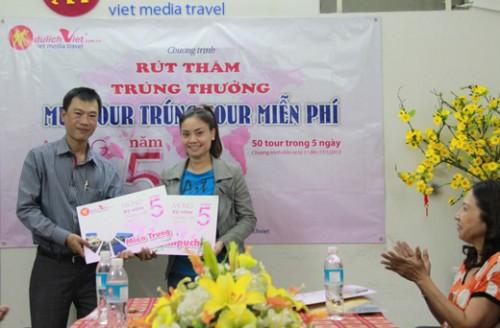 Khách hàng LƯƠNG THỤC LINH trúng tour Campuchia, NGUYỄN THỊ XUÂN LAN trúng tour miền trung