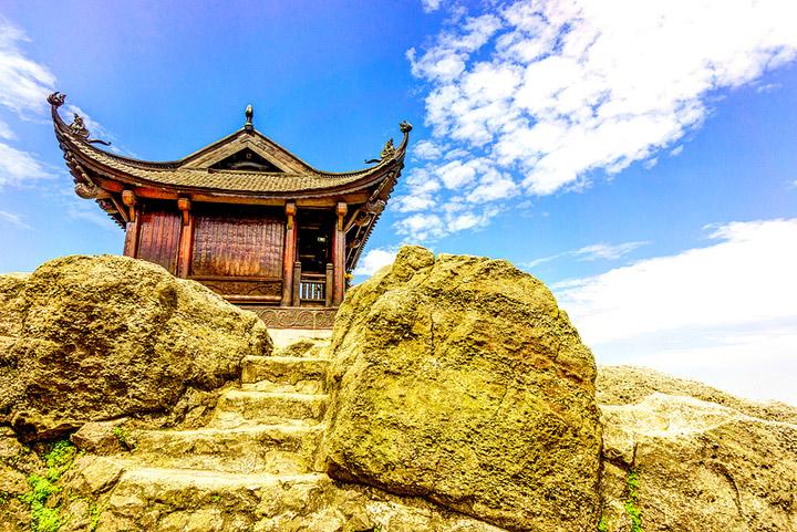 http://dulichviet.com.vn/images/2014/07/chua-dong-yen-tu_du-lich-viet.jpg