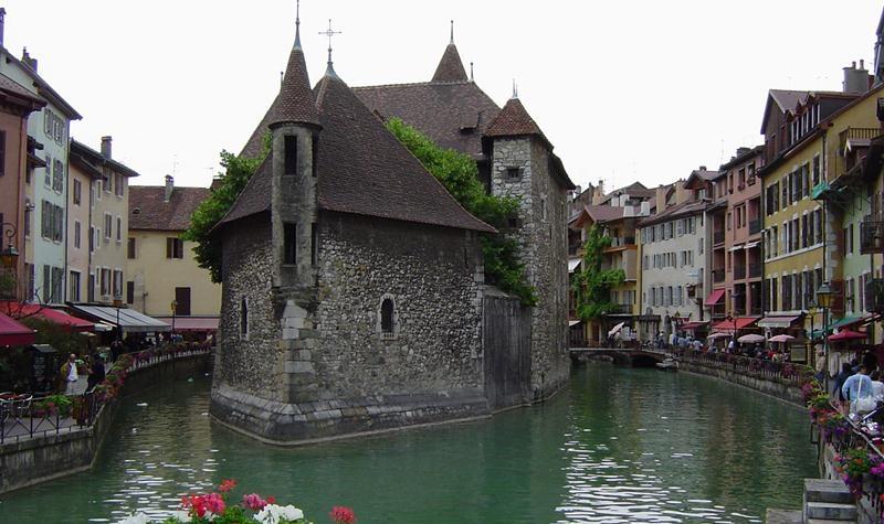 Du lịch Pháp đến Annecy thành phố cổ kính