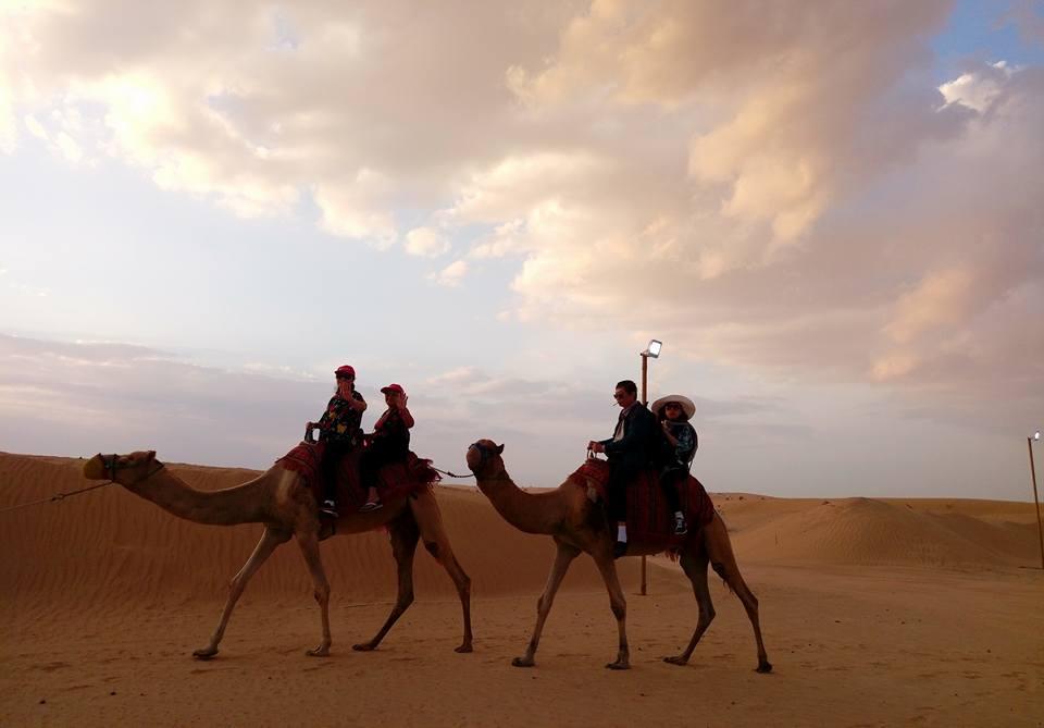 Hoàng hôn trên sa mạc