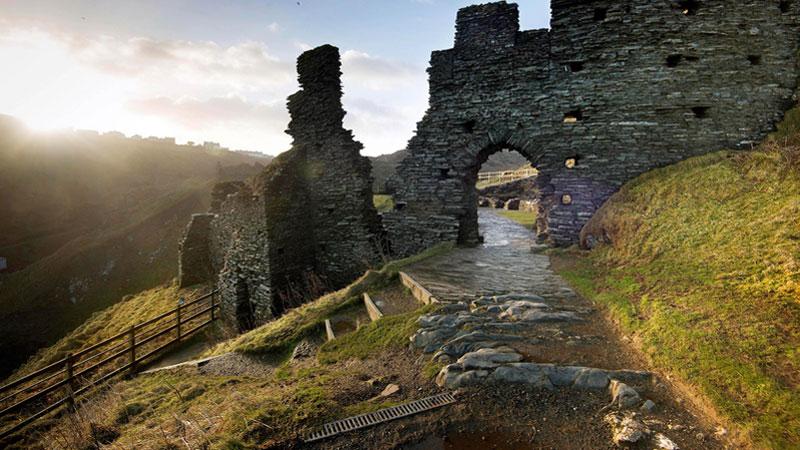 Cornwall nổi tiếng có lâu đàiTintagel