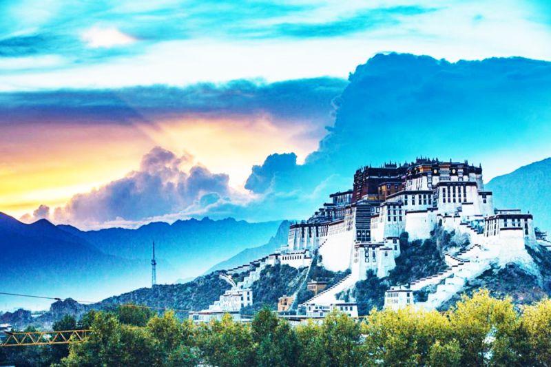 Một góc nhìn khách tuyệt đẹptừ thủ phủ Lhasa