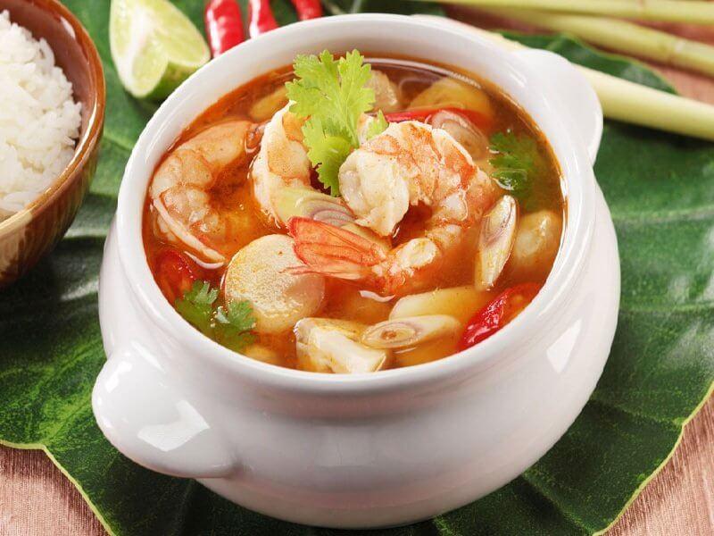 Tom Yum chắc chắn là món ăn mà khách du lịch châu Á vô cùng hài lòng
