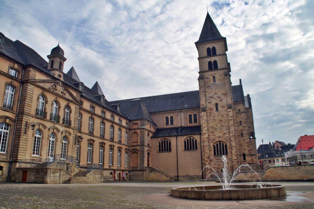 du lịch Luxembourg - Echternach và Tu viện Benedictine