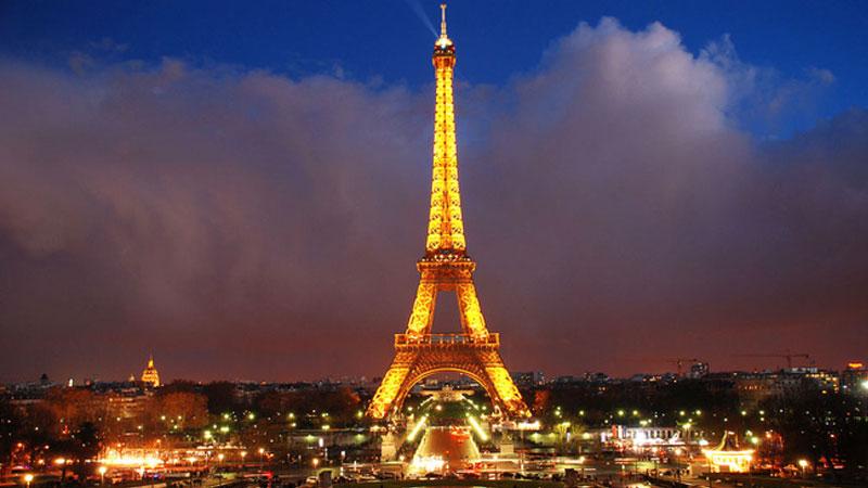 Eiffel lung linh về đêm