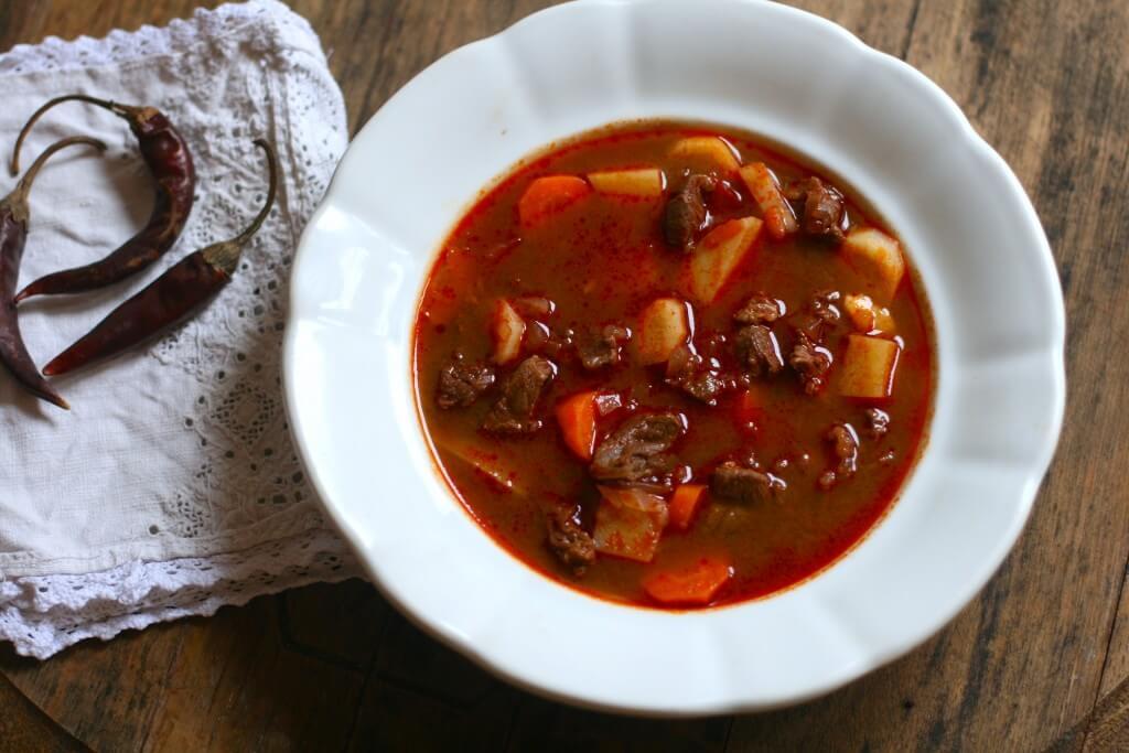 Gulyás món ăn truyền thống Hungary