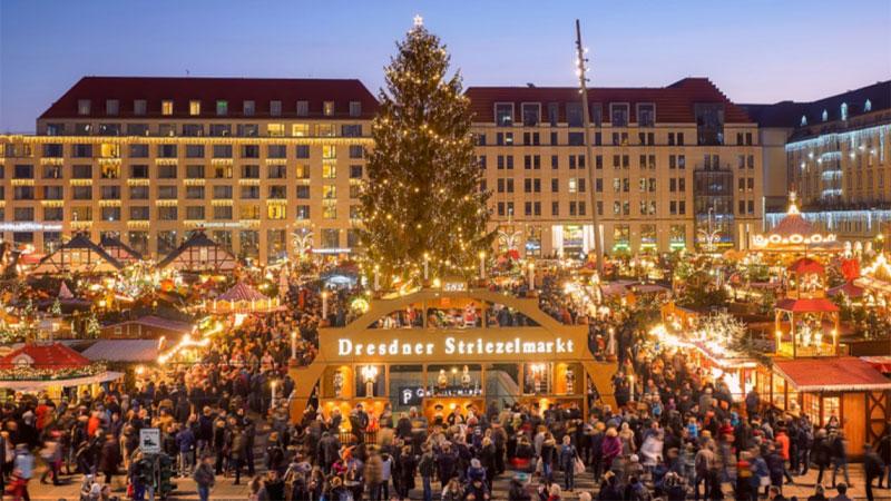 Khu chợ náo nhiệt và ấm áp trong đêm giáng sinh tại Munich