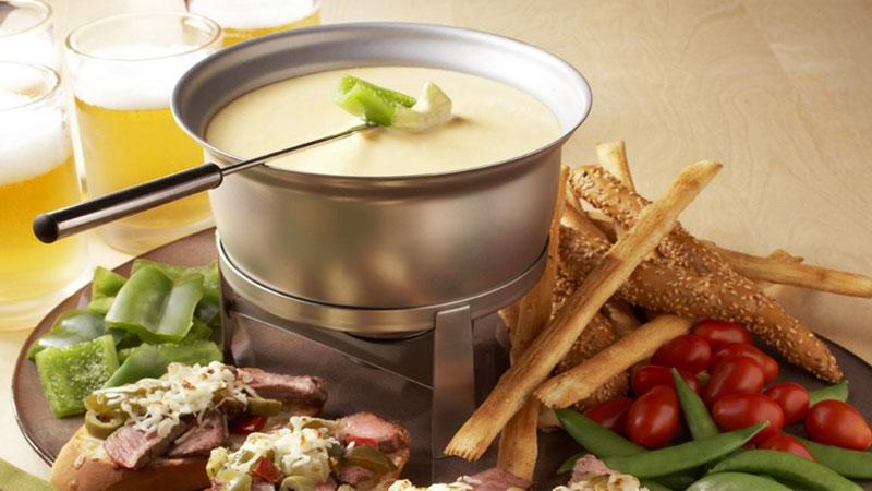Lẩu phô mai mang đặc trưng ẩm thực Thụy Sĩ
