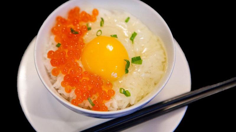 Món ăn truyền thống cá hồi và trứng