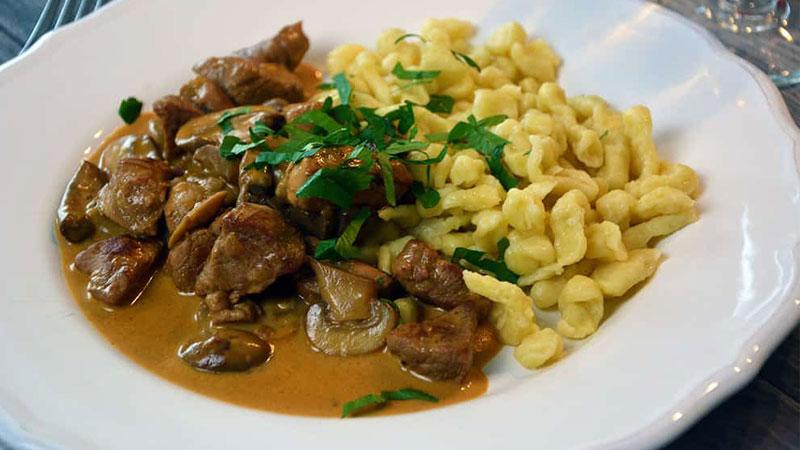 Món thịt dê Zurich hấp dẫn