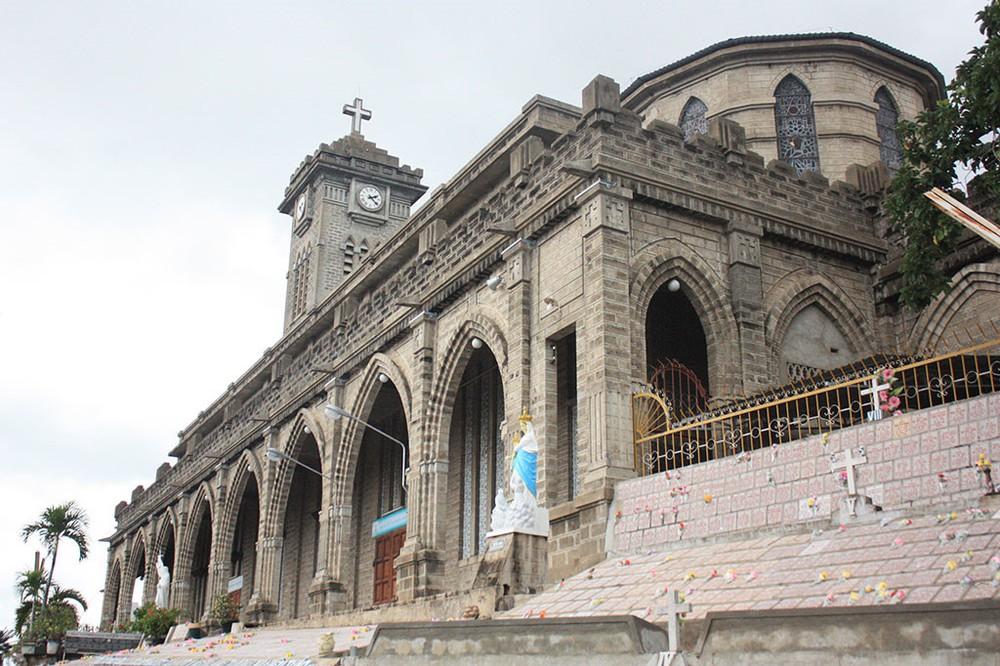 Du lịch Nha Trang - Nhà thờ đá Nha Trang