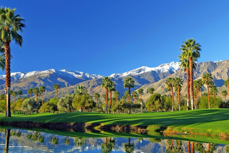 Thành phố Palm Springs thành phố sa mạc có khí hậu ấm áp, dễ chịu, là nơi du lịch nghỉ dưỡng tuyệt vời