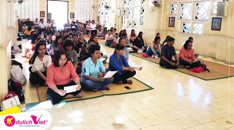 Giáo dân Campuchia không có ngồi ghế khi tham dự Thánh Lễ