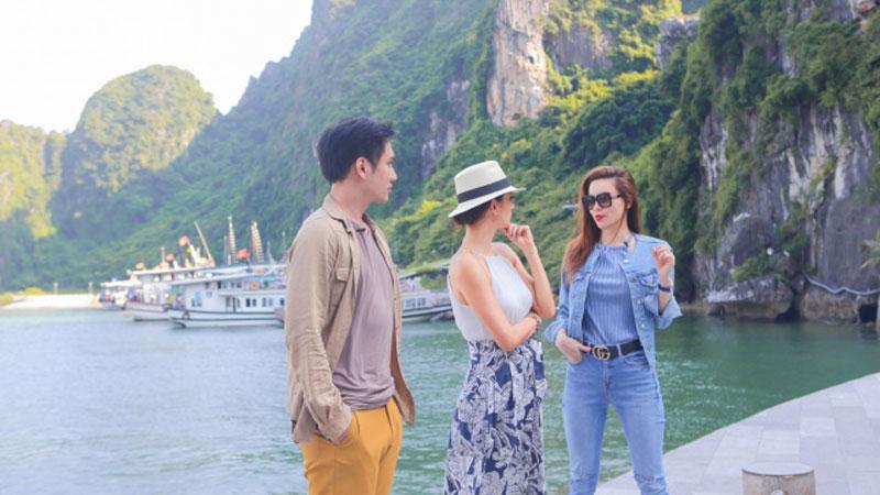 Tour Hạ Long - Vịnh Hạ Long, Quảng Ninh nằm chếch về phía Đông Bắc Việt Nam