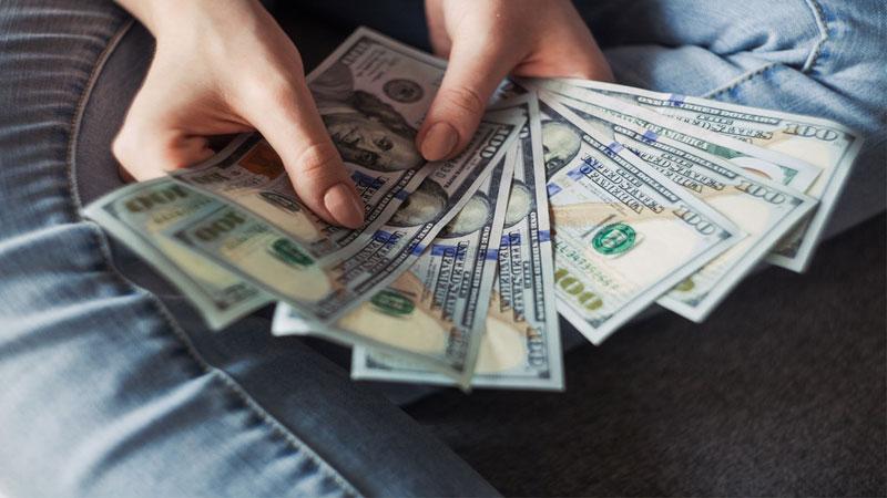 Đổi tiền trước khi đi du lịch