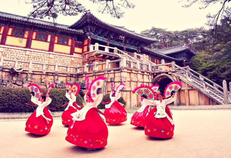 Buchaechummột trong những nét đẹp văn hóa của người dân Hàn Quốc