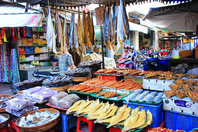Khung cảnh trong chợ Tịnh Biên ở An Giang