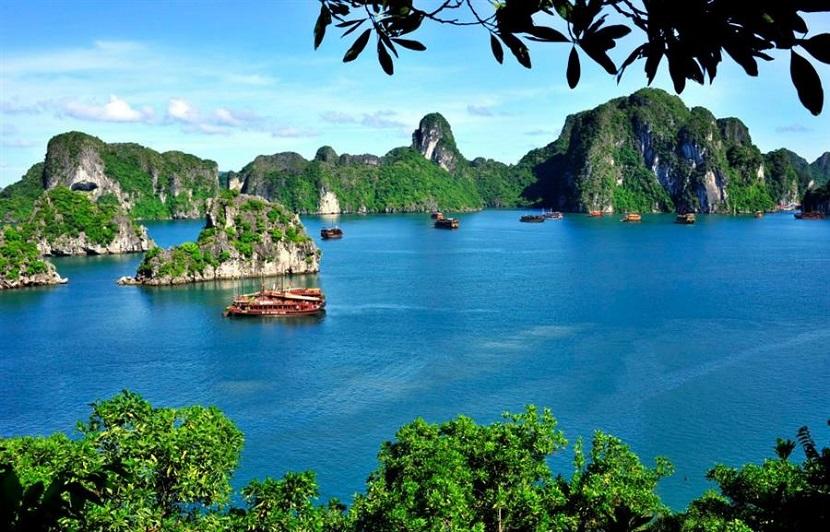 Vẻ đẹp của vịnh Bái Tử Long nổi tiếng trên Vịnh Hạ Long