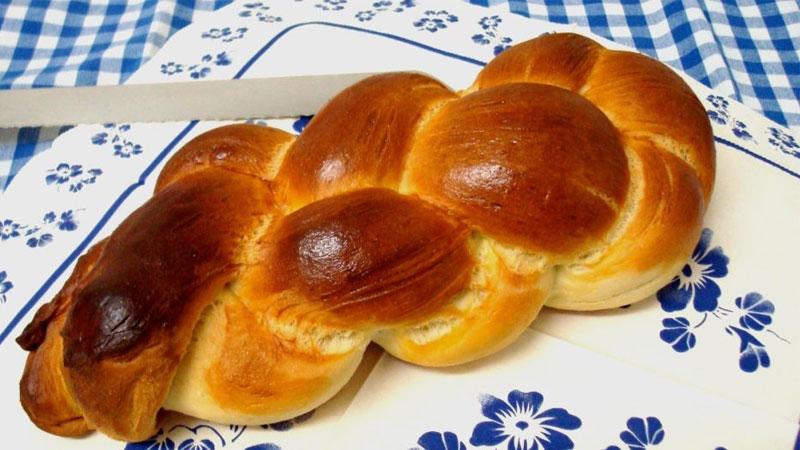Bánh mì tết vàng thơm ngon
