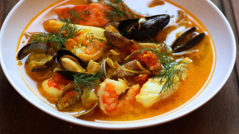 Bát súp hải sản vừa nấu xong