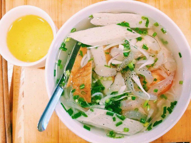 Món bún sứa là một trong những món ngon đặc sản nhất định nên thử khi đến Nha Trang