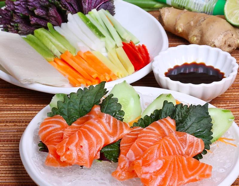 Món gỏi cá hồi Sapa là món ăn mà bạn nên thử khi đi du lịch Sapa