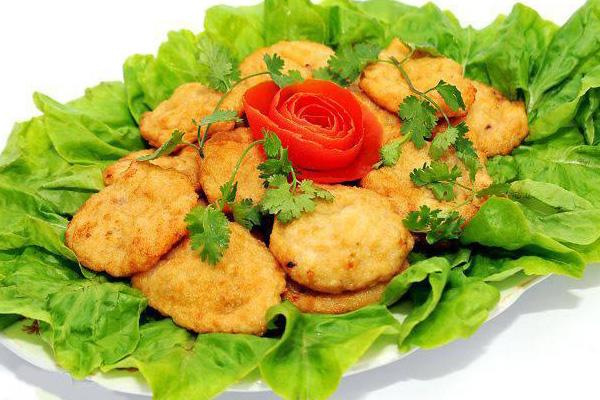 Món chả mực từ lâu đã trở thành món ăn đặc sản của Vịnh Hạ Long