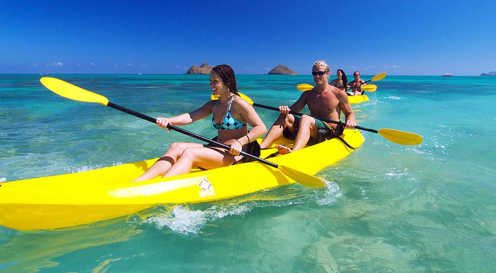 Những trò chơi được yêu thích nhất ở khu du lịch Sao Biển là chèo thuyền Kayak