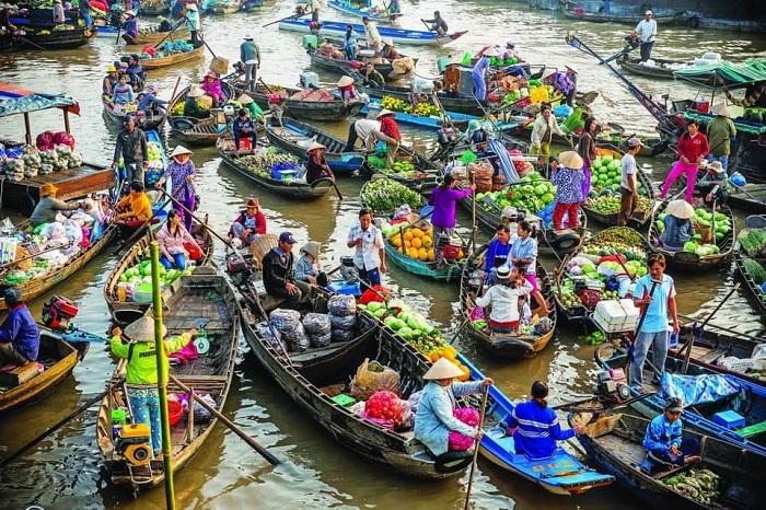 Chợ nổi Cái Răng là một trong những khu chợ nổi khá nổi tiếng ở vùng đồng bằng sông cửu long