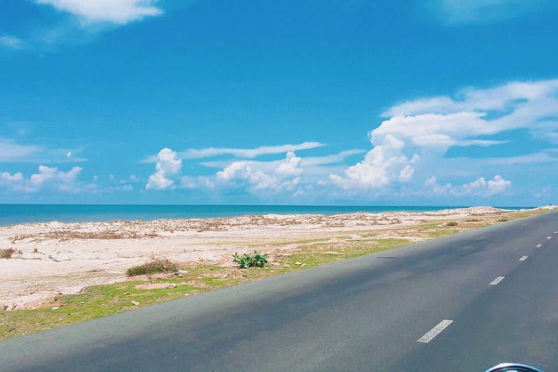 con đường ven biển Nha Trang