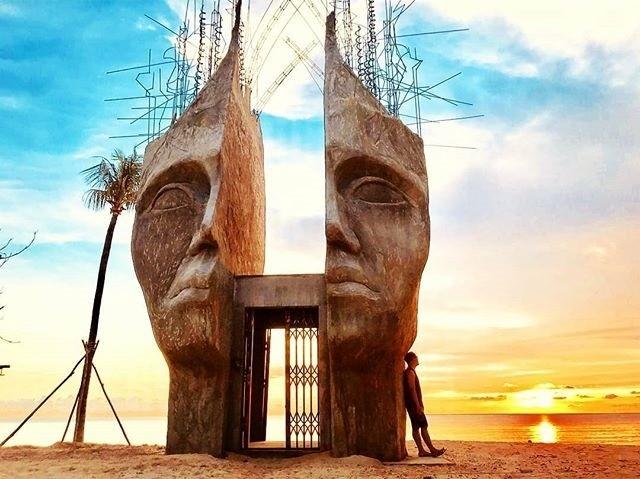 Ngắm nhìn những tác phẩm nghệ thuật tại Sunset Sanato khi đi du lịch Phú Quốc tết dương lịch