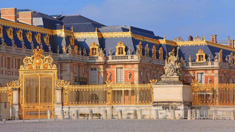 Cung điện Versailles là một trong những cung điện lộng lẫy và lớn nhất châu âu