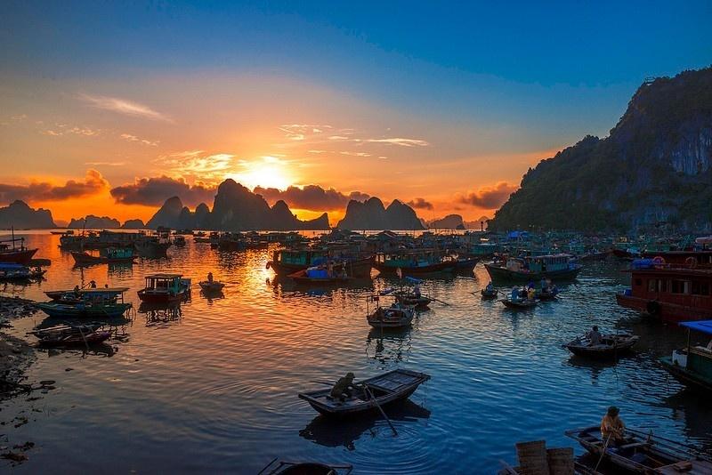 Cảnh hoàng hôn trên đảo Cô Tô