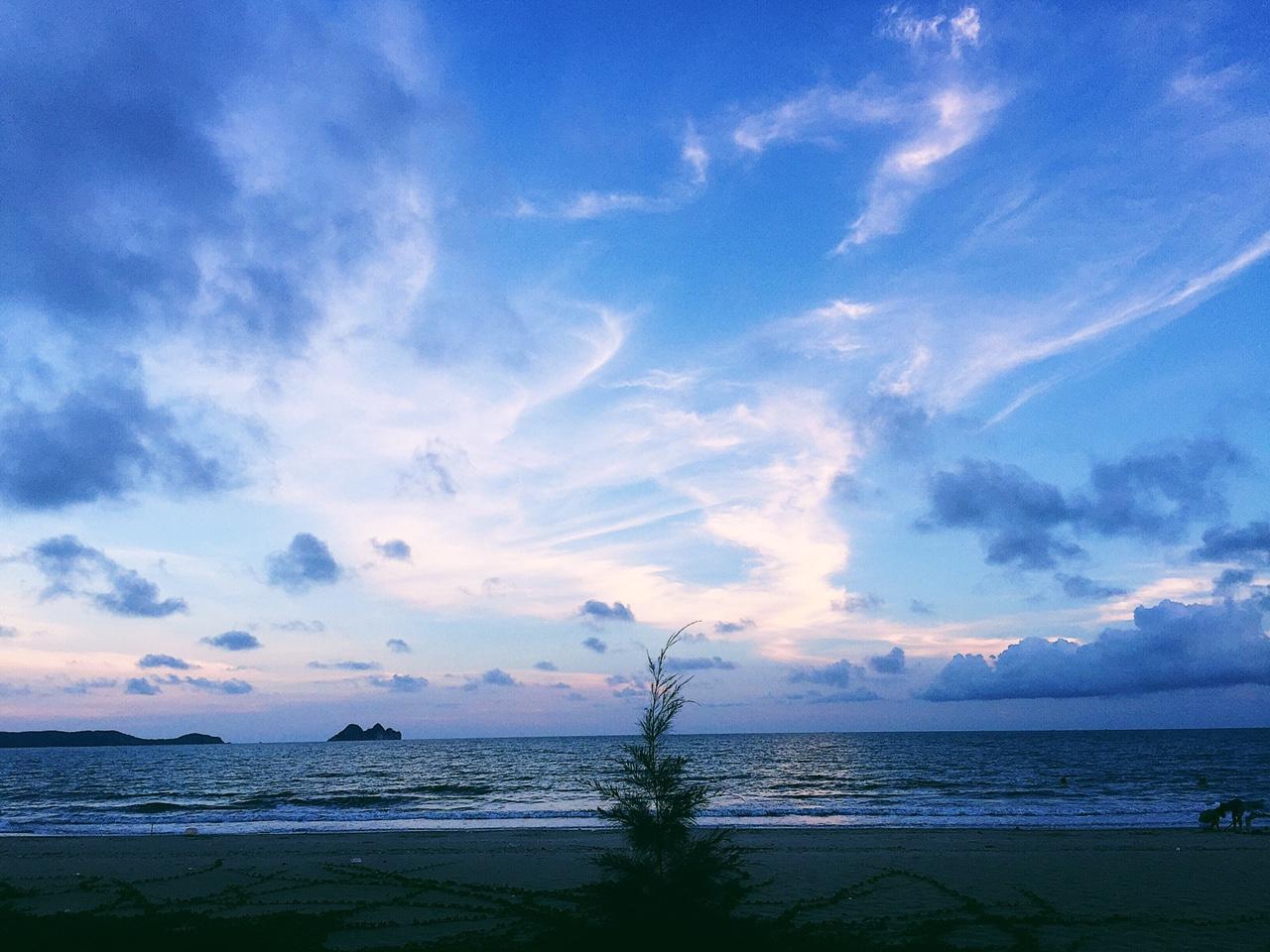 Khung cảnh bãi biển trên đảo Ngọc Vừng