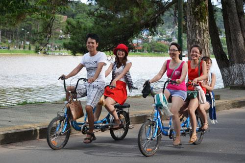 Đạp xe quanh Hồ Xuân Hương