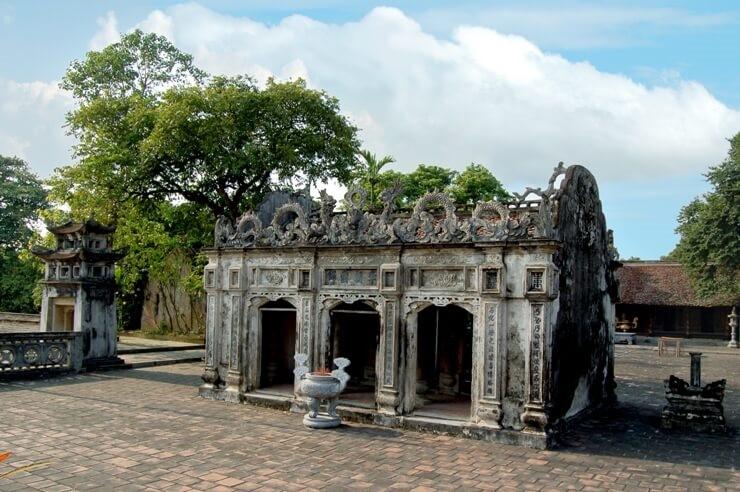 Khu di tích đền thời tháng Nguyễn