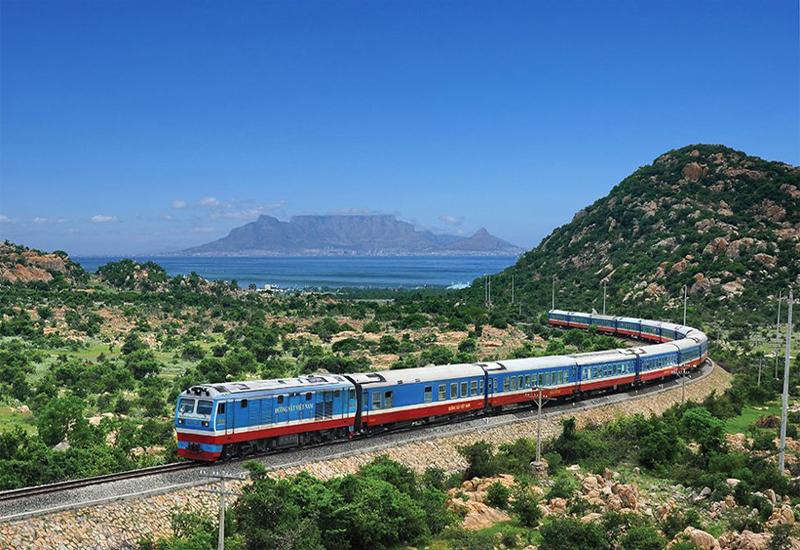 Tàu hỏa cũng là một trong những phương tiện di chuyển được nhiều khách lựa chọn khi đi sapa