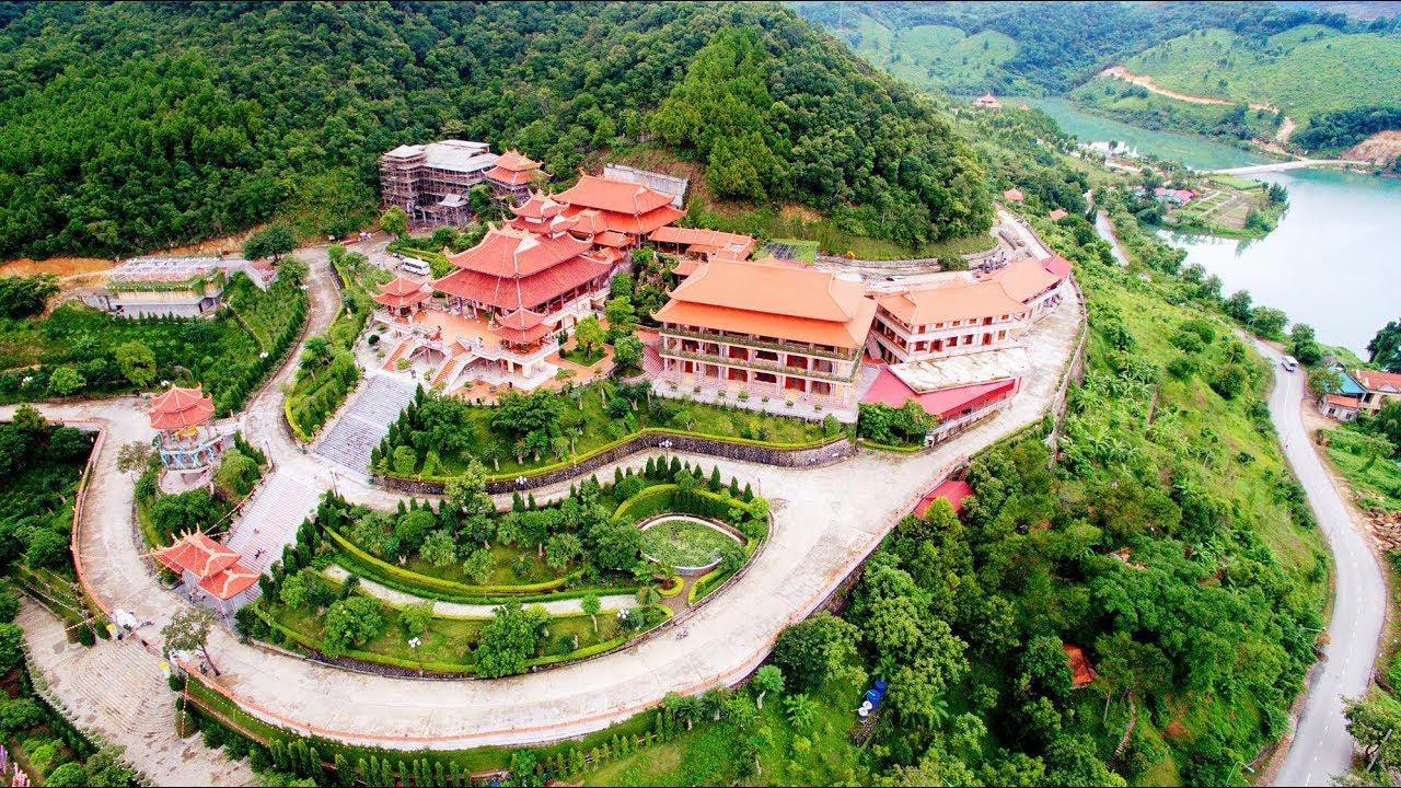 Chùa Cái Bầu - Ngôi chùa độc đáo nằm bên Vịnh Hạ Long