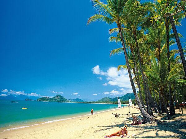 Du lịch Úc trải nghiệm bãi biển Palm Cove