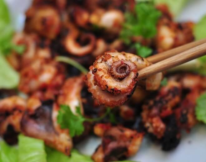 Du lịch Đài Loan mùa Đông thưởng thức món bạch tuộc nướng